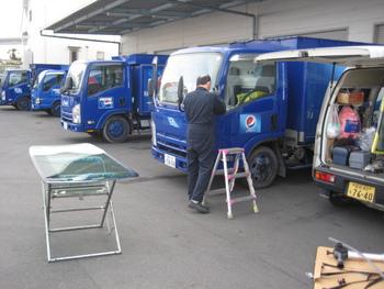 今日は午前中にリペアとトラックのガラス交換を二台やっつけました!