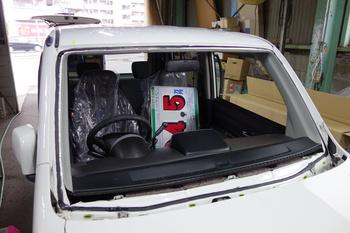 今日はザッツのガラス交換にエヴリィワゴンのカスタマイズ、ステラのシートクリーニング等などです。