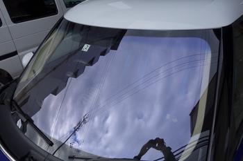 今日はゴルフとビートルのボディコートに透明断熱フィルム、BMWミニのコートテクトにセルボの中古ガラス交換などです。