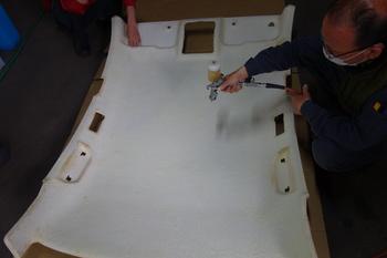 今日はレクサスのボディーコートに、フーガの天井の内貼りの貼り換え作業を行いました!