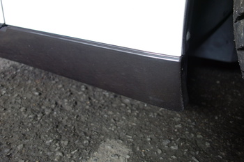 今日は日産GTRのカーボン調フィルムの施工に、ウルトラヴィジョンフィルムにそっくりのホログラフィックフィルムの紹介です。