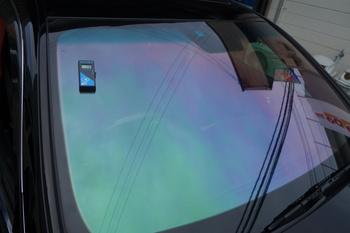 今日は新車のスイフトをお買い上げ頂いたり、プレミアム断熱フィルムの施工にウインドリペア、ホログラフィックフィルムなどです