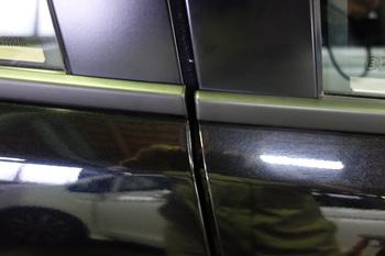 今日は新型ポロの入庫にヘッドライトリペア、車両保険でのガラス交換にモールラッピング、ホログラフィックフィルム等です。