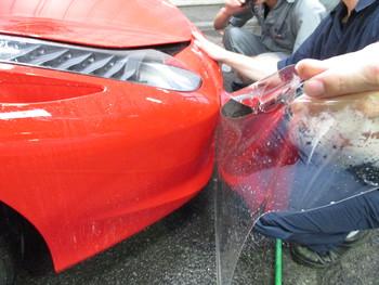 今日はフエラーリのプロテクションフィルム施工に、パレットに中古ガラスを取り付け等の話です。