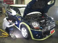 今日は新車でも結構キズの有るクルマの入庫に、あいおいと起こした裁判の話です。