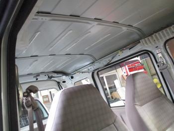 今日はランクル200の入庫にエヴリィの室内クリーニング、N-BOXのフロントガラス交換などです。