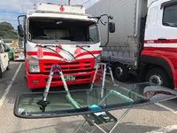 今日はトラックのガラス交換に、GTRのヘッドライトプロテクションフィルム、BMWにプレミアムフィルムの施工などです。