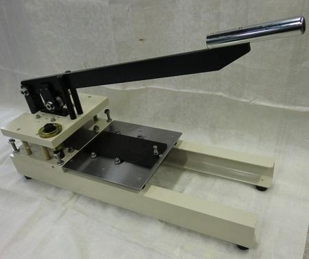 手動式打抜き装置