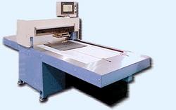 三軸制御式自動打ち抜き機及び切断機製造・販売