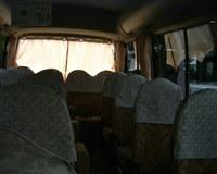 無料シャトルバスの中