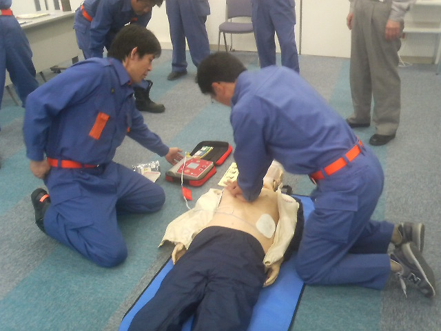 AEDを使用した心肺蘇生法