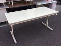 大型の折り畳みテーブルが入荷しました(2)