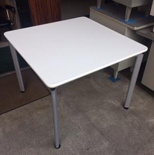 会議テーブルが入荷しました