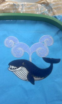 新作、オリジナル刺繍『クジラ』。
