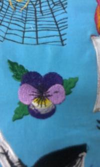 新作、オリジナル刺しゅう『パンジーの花』。