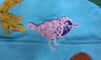 新作、オリジナル刺しゅう『デザイン鳥』。