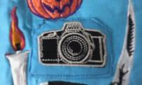 新作、オリジナル刺しゅう『カメラ』。