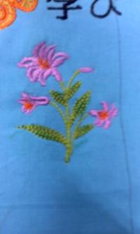 新作、オリジナル刺しゅう『ユリの花』。