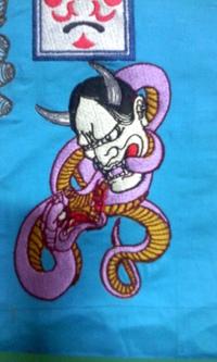 刺しゅう店、岡本洋品店、新作、オリジナル刺しゅう『蛇と格闘する般若』。