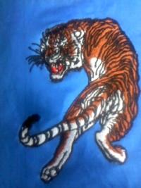 昨日の、新作、オリジナル刺しゅう『見返り虎』のカラー版。