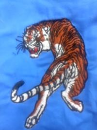 新作、オリジナル刺しゅう『見返り虎』を、顔をすっきけ修正しました。