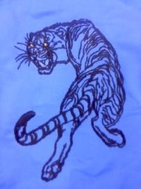 新作、オリジナル刺しゅう『見返り虎』墨絵も、修正。