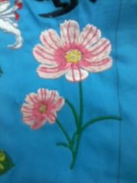 今週の一押し、刺しゅう屋、岡本洋品店、新作オリジナル刺しゅう『コスモスの花』。