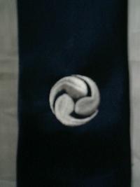 ネクタイに、家紋の刺繍を入れる注文。