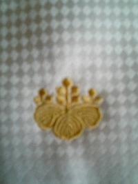 ネクタイに、家紋の刺繍を入れました。