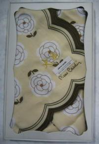 オーダーメードのハンカチにネーム刺繍