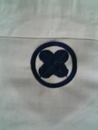 江戸一鯉口祭りシャツの背中に、家紋「丸に右違い鷹の羽」を刺繍