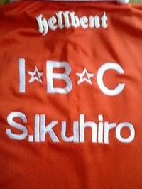 ボーリング大会で着るシャツの背中にネーム刺繍を致しました