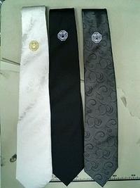ネクタイ3本に、家紋刺繍。