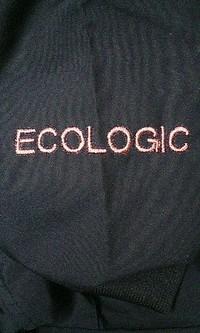 持ち込みのジャンバーに英字の刺繍を、即日入れました。