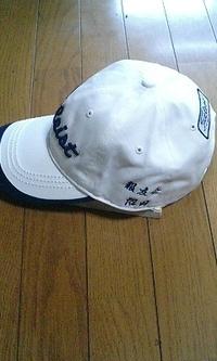 帽子に即日ネーム刺繍をお入れします。