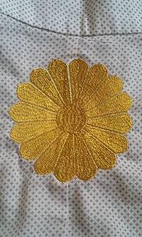 ゆかたに家紋&当店オリジナル刺繍「宝仙亀」の刺繍