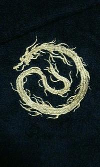 持ち込みのタオルに当店オリジナルデザイン「龍の影」の刺繍
