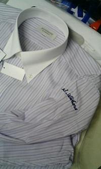 持ち込みのワイシャツに、即日ネーム刺繍を入れる注文がありました。