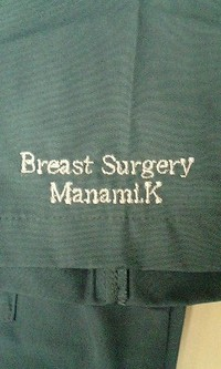 持ち込みの医務衣に刺繍を入れる注文がありました。
