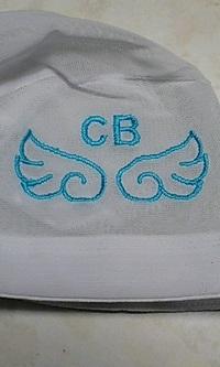 水泳の帽子にネーム刺しゅうとマーク刺繍を入れる注文