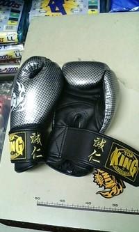 ボクシンググローブにネーム刺繍入れの注文!
