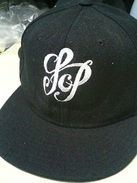 持ち込み頂いた帽子に、刺繍を入れる注文がありました。