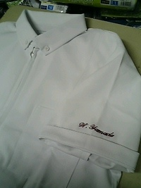持込み頂いた白衣に、筆記体でネーム刺繍入れ