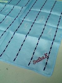 持ち込み頂いた水色のハンカチにネーム刺繍を入れる注文