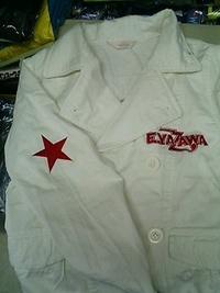 持ち込み頂いた白いジャケットに刺繍を入れる注文