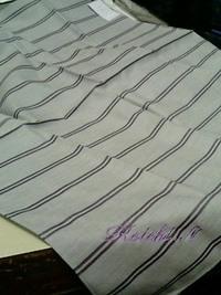 持ち込み頂いたハンカチに筆記体で刺繍を入れる注文