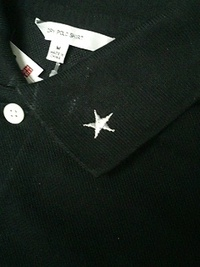 持込み頂いたポロシャツに会社名&星マーク刺繍を入れる注文。
