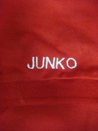 持ち込み頂いた赤のポロシャツにネーム刺繍を入れる注文!