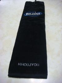 持ち込み頂いた黒タオルに英字刺繍を入れる注文がありました。