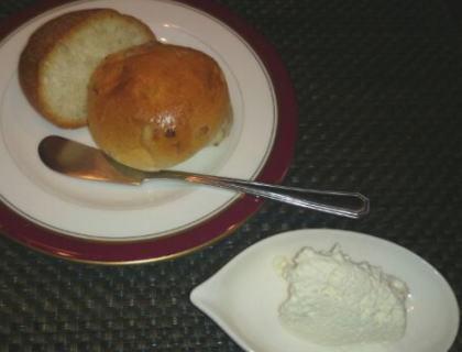 パンと手作りバター